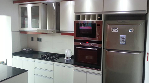 MDF Melamínico 18mm Espesor Color Blanco y Rojo  Herrajes Perfil de