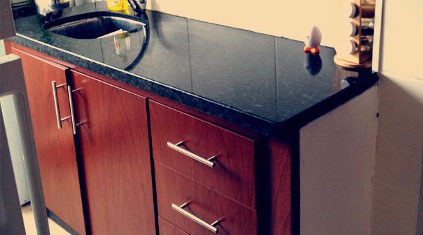 Mueble en MDF Melamínico Color Cedro  Herraje Barra